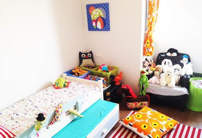 חדר הילדים היה בעבר חדר העבודה. כשליהי תכננה את חדר הילדים, היה לה חשוב לייצר סביבה צבעונית ושמחה ללא כל הגדרה צבעונית מגדרית של מין התינוק. המצעים הצבעוניים והוילונות של חברת MARIMEKKO הפינית מהווים כתמי צבע בולטים נוספים בחדר.