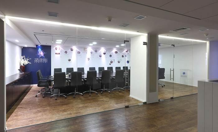 איזו תדמית רוצה העסק לשדר? עיצוב מסחרי למשרדי מכון היהלומים הישראלי IDI ברמת גן