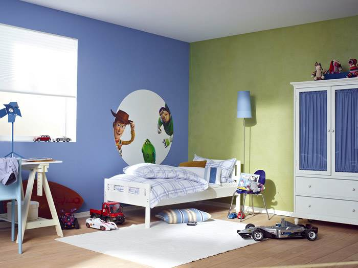 צבעים משלימים בחדר ילדים. שימוש בצבע או בטפט הם הדרך הקלה, הזריזה והלא יקרה (יחסית) להכניס קצת צבע לחדר. שינויי הצרכים הטבעיים (כן..הם באמת גדלים), הטרנדים המשתנים, גיוון האווירה הטבעית של החדר או אפילו הצורך לחדש רהיטים. את כל אלה, יחד עם אוסף החלומות והשאיפות, אפשר לבטא בהינף מברשת. להשיג בטמבור.