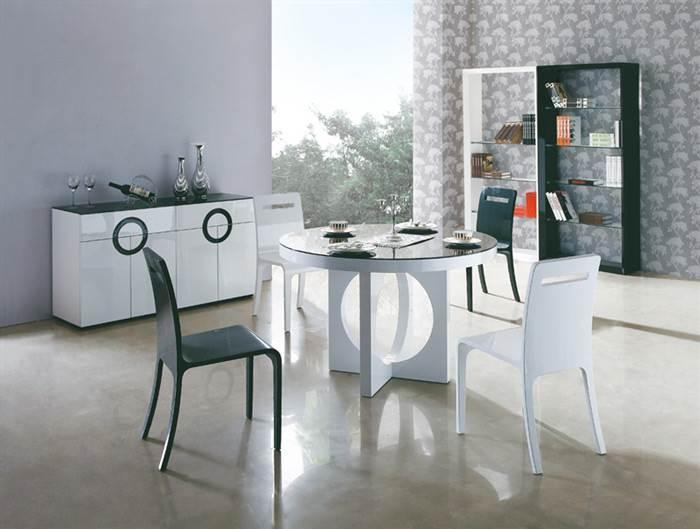 החלל המרכזי של הבית הוא הזדמנות מעולה לשלב את הלבן המודרני - היבואנים