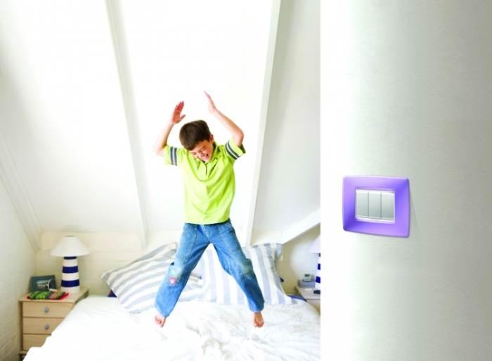 להשקיע גם באלמנטים הקטנים: מתגים צבעוניים של GEWISS לחדר הילדים. צילום: יח