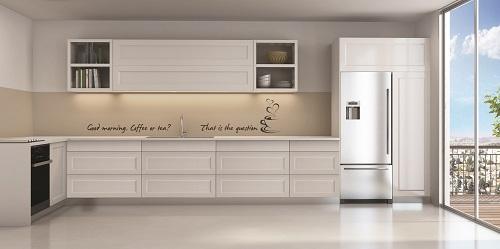 דלתות פולימר דגם נחליאלי בגוון סופר מט לבן שלג. חיפוי קיר זכוכית קליר (ניתן לכתוב כל משפט/ציטוט)