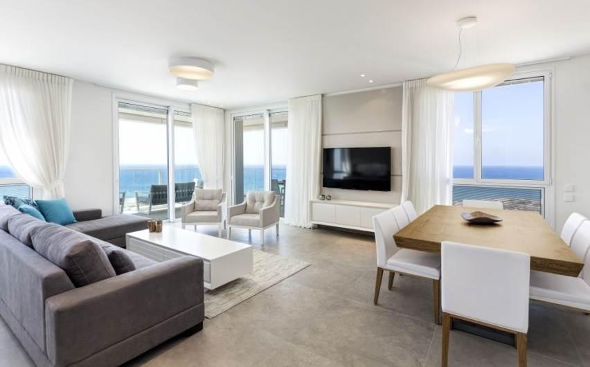 קו מודרני, אך חמים ונעים: דירה מעוצבת בנתניה