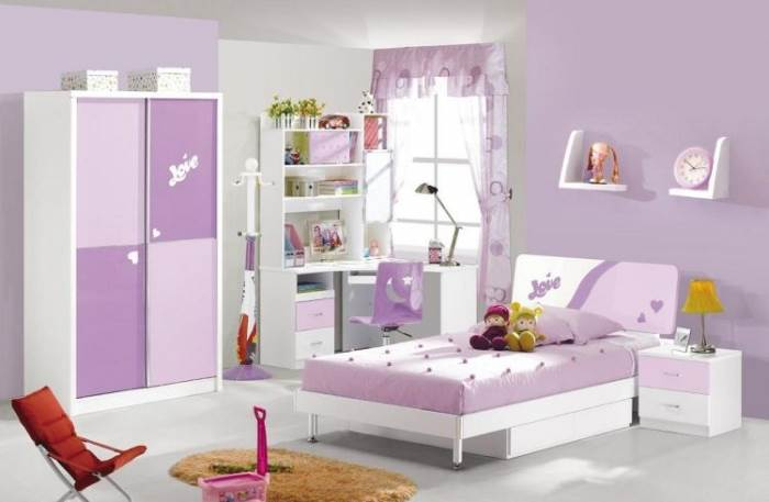 הכל מתאים להכל: חדר באווירה סגולה. צילום: anelisdesign.com