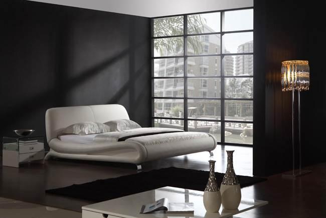 מיטת עור לבנה - להב רהיטים. צילום: יח