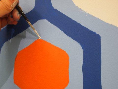 מחברים את הצורות באמצעות מכחול דק