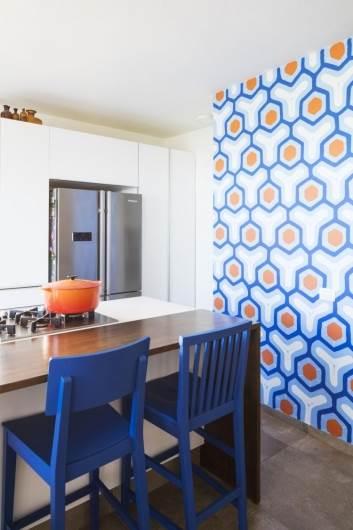 וזו התוצאה: קיר טפט DIY מקסים במטבח
