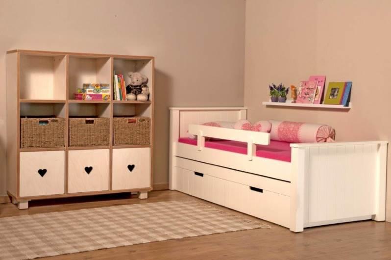 מיטה תחתונה נשלפת וצבעים עמידים - מתאימים לצרכן הישראלי. חדר שינה לבנות מבית גלמר עיצוב. צילום: יח