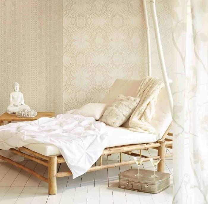וילונות וטפטים משרים אווירה חמה ואינטימית בחדר השינה.<br/>צילום:יח