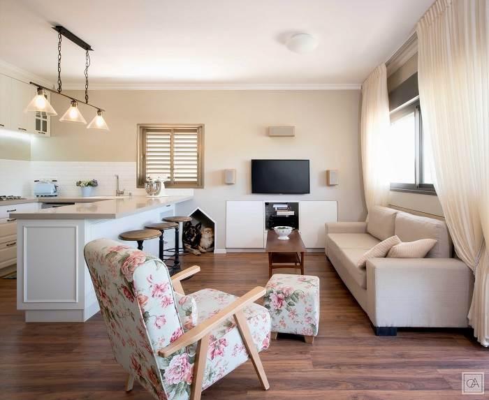 מבט לסלון ולמטבח<br/>צילום: עומרי אמסלם
