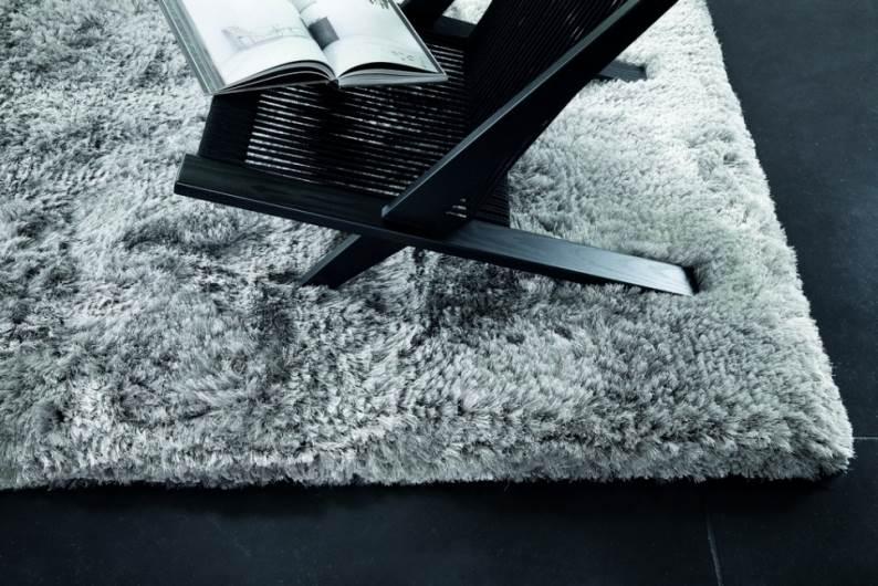 שטיח חלק ורחב שיצור תחושת גודל לחדר ללא למשוך את תשומת הלב | קרדיט לתמונה: יח