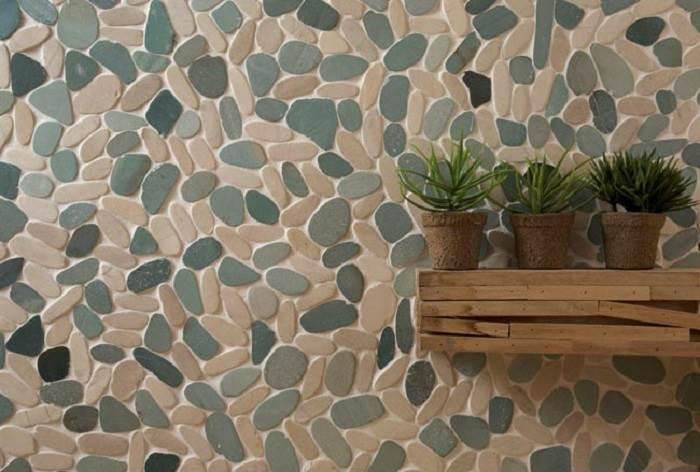 פסיפס אבן בולט בגווני ירוק ולבן המזכיר את חלוקי הנחל | קרדיט לתמונה: אבני ניצן