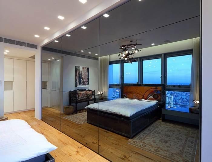 סוויטת חדר השינה עם קיר מראתי המשקיף אל הנוף | צילום:עוזי פורת