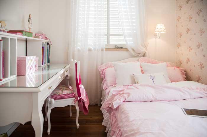 הבנות הצעירות של בני הזוג ביקשו חדרי נסיכות. דן עיצבה עבורן חדרים בגווני ורוד