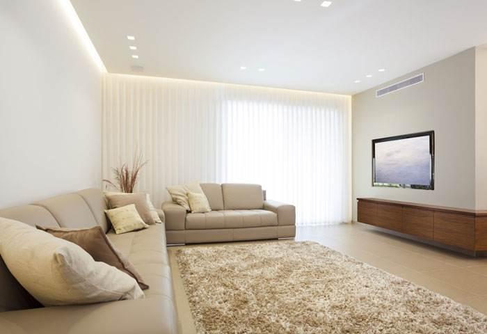 כשמדובר בגוונים בהירים, אפשרות נוספת היא לצבוע את התקרה בגוון זהה לגוון הקירות
