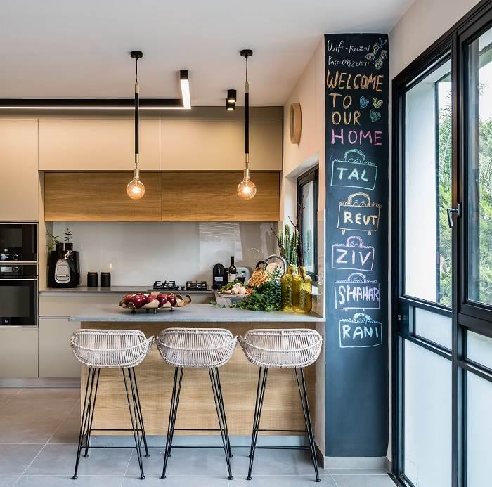 מקום אחסון וגם ישיבה במטבח