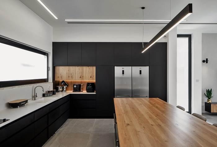 שחור לבן אפור ועץ העיצוב המושלם
