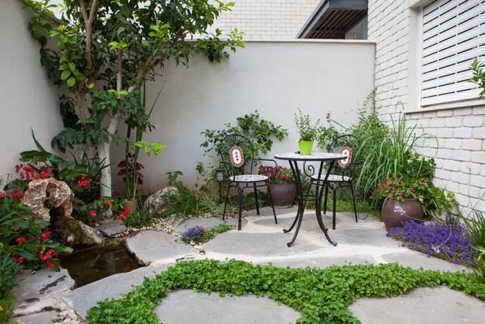 פינת קפה בגינה אורבנית ברמה