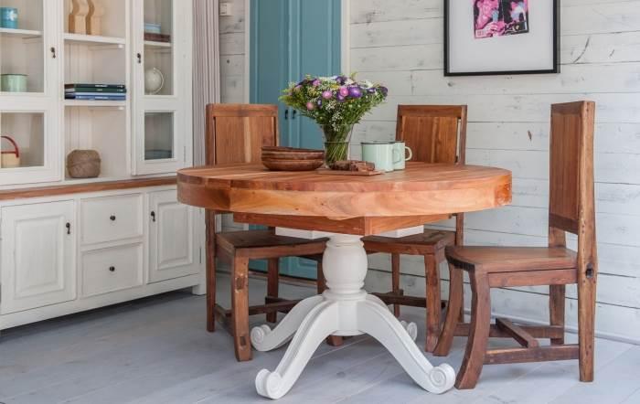 חברת Treemium מתמחה בייצור רהיטים מגולפים מעץ מלא