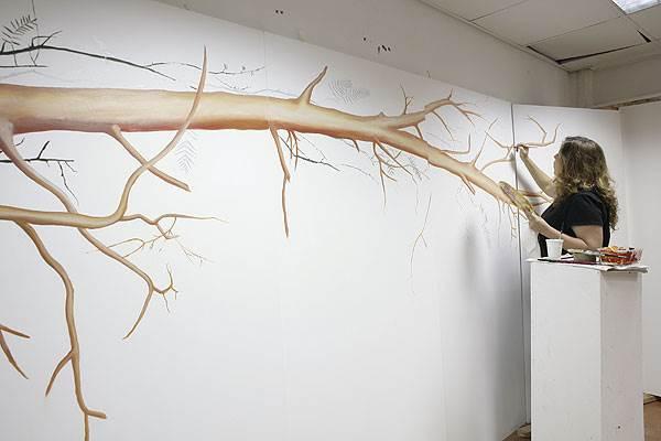 זה לא ייראה כמו ציור קיר, אלא כיצירה שמולבשת על המסדרון