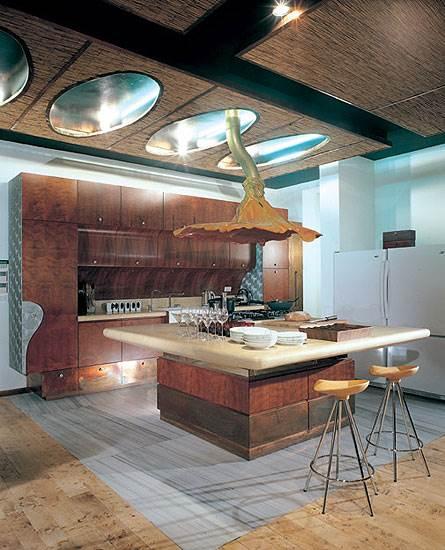 המטבח שתכנן חלף בביתו של גיל שוויד<br/>(צילום: עודד חלף)