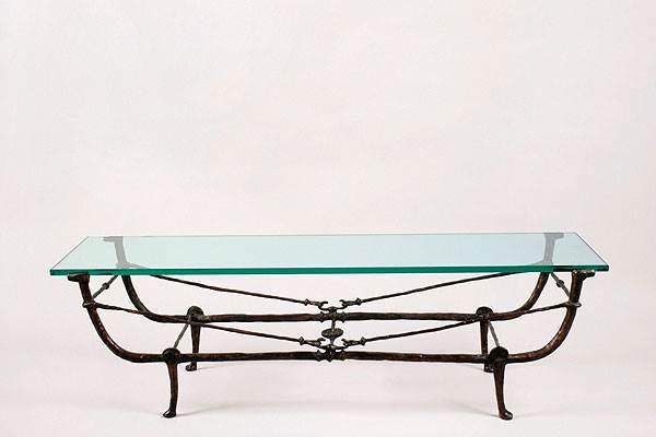 שולחן עריסה שעוצב ב - 1970 על ידי האחים גקומטי , צילום:יח