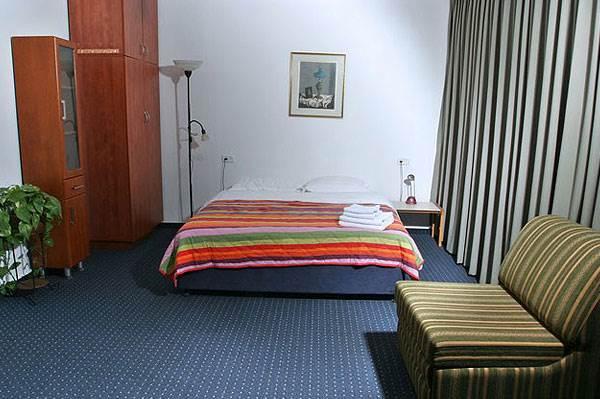 חדר זוגי במלון הדירות ארבל<br/>(צילום: ענבל שפריר)