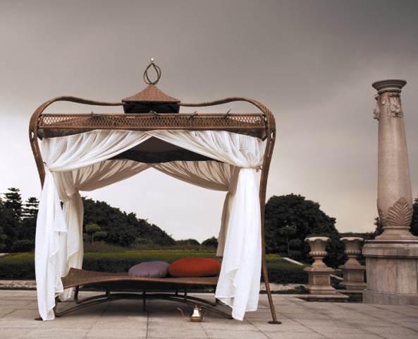 מיטות שיזוף ומיטות אפיריון אגדיות לחצר מבית