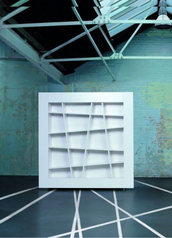 בבית העיצוב הרמוני ירושלים מציעים בין השאר ספריית כוורת מדגם LINES שעוצבה על ידי Peter Maly, (צילום: יח