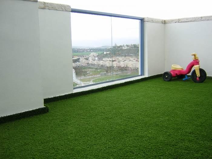 הדשא הסינטטי משדרג מרפסות ומצריך תחזוקה מינימאלית, דשא עוז (צילום: יח