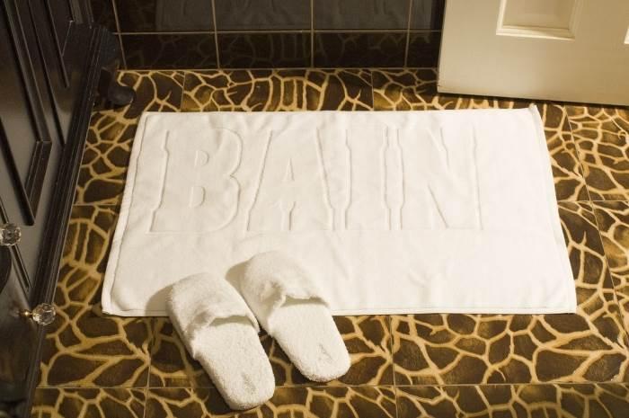 שטיחון אמבט או שטיח לכניסת הבית ניתן להשיג בדוגמאות וגוונים שונים,