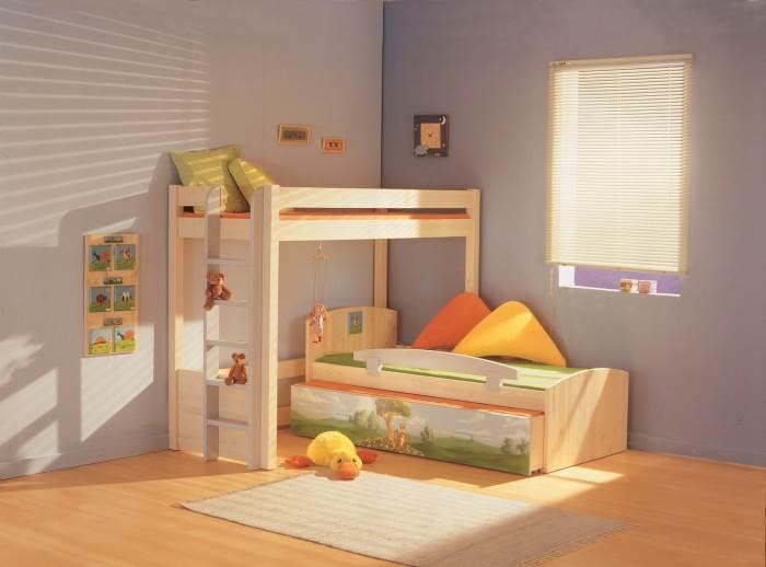 כשרוכשים מיטת קומותיים יש לוודא את חוזק הסולם וכן את המרווח בין המיטה התחתונה לעליונה,