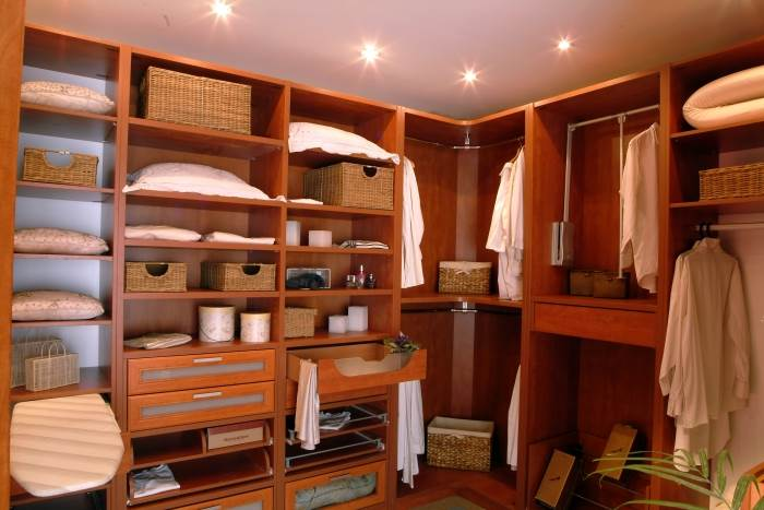 חדרי הארונות מהווים פיתרון אידיאלי לאחסון וארגון חפצים במקום אחד,