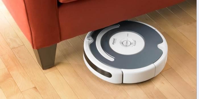 """""""שואב אבק רובוטי שבאמצעות לחיצה אחת הוא נכנס לפעולה ומסתובב בבית"""", """"רומבה"""", (צילום: יח""""צ)"""