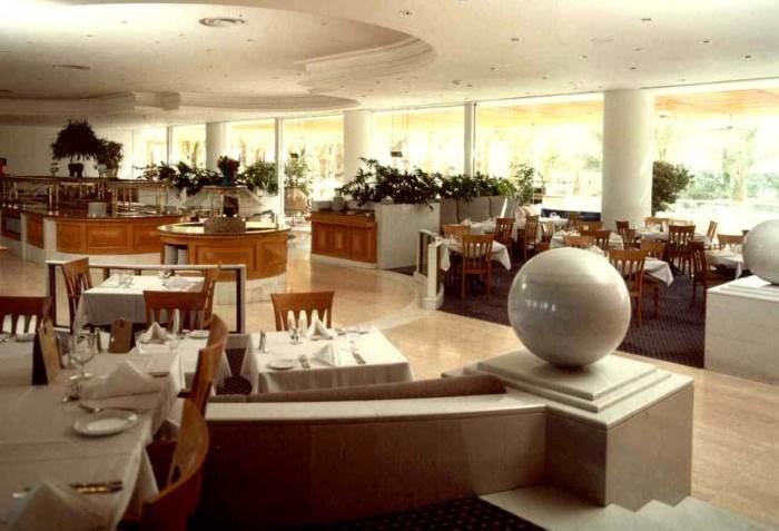 מסעדת מלון רויאל ביץ באילת בעיצוב ותכנון עזרא עטייה