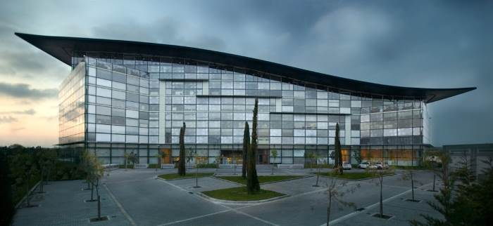 קומפלקס משרדים שתכנן בופיל בברצלונה, (צילום: יח