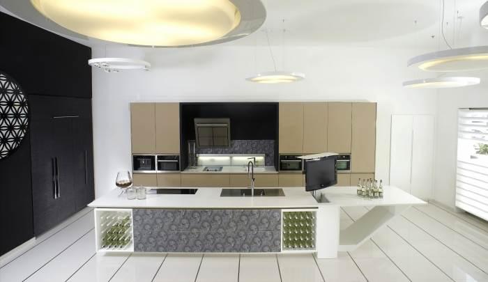 המטבחים כיום עשירים ויזואלית ופונקציונאלית, מטבח האונייה בעיצוב חברת דקור, (צילום: מיקי קורן)