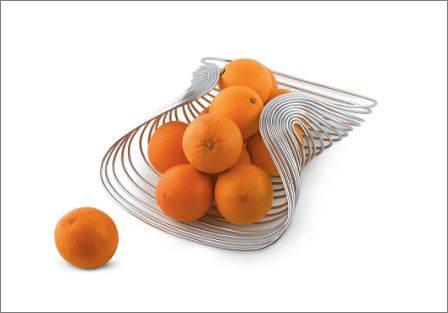 """""""פשטות לצד תחכום"""", קערת הפירות בעיצובו של סטיבן בליס, ניתן להשיג בטולמנ'ס, החל מ- 789 ש""""ח, (צילום: יח""""צ)"""