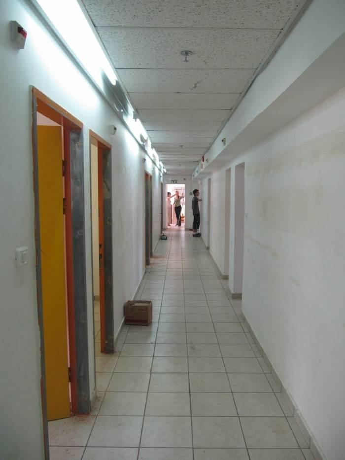 מסדרון הפנימיה לפני הצביעה, (צילום: Adira TV)