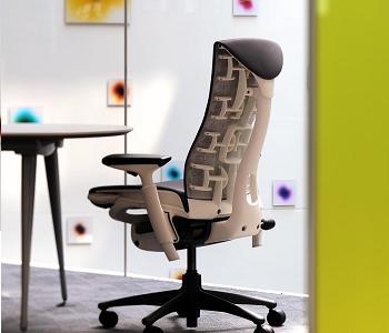 """""""כמו במשרד, חדר העבודה בבית צריך להיות מוקפד, מאורגן, עם תכנון נכון וארגונומיה מוצלחת"""", כיסא מנהלים מבית """"פיטרו"""", (צילום: יח""""צ)"""