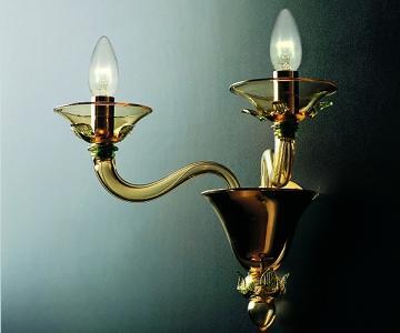 """""""עשויים מזכוכית מנופחת בעבודת יד"""", גוף תאורה מוזהב של המותג האיטלקי de majo, החל מ- 5,000 ש""""ח ב""""יאיר דורם"""", (צילום: יח""""צ)"""