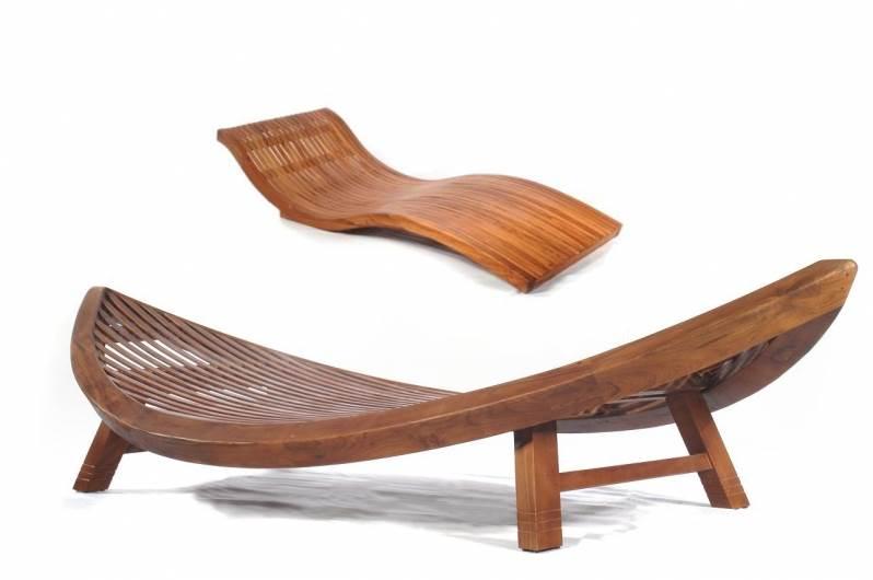 """מיטת שיזוף מעץ טיק מלא וכסא בעיצוב סירת דייגים, גלריית """"Collecte´co"""" בבצרה, (צילום: יח""""צ)"""