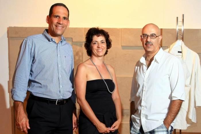 משמאל לימין: מעצב האופנה רונן חן, אירית גילן - סמנכ