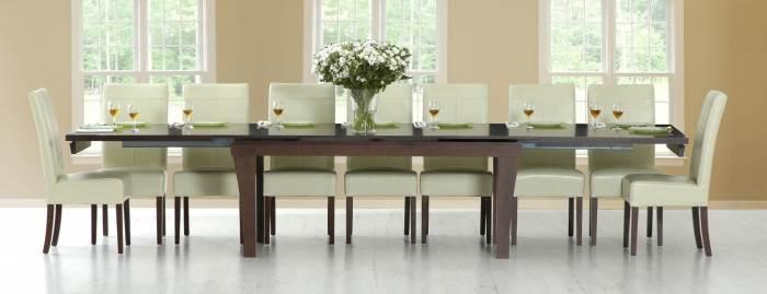 """""""יש להתאים את צורת השולחן למבנה החדר - לחלל צר וארוך יתאים שולחן מלבני"""", שולחן אוכל דגם עומר, להשיג בשמרת הזורע במחיר מבצע לחג - 9,490 ¤, (צילום: יח""""צ)"""