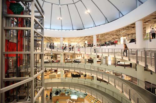 מבנה קל ונוח להתמצאות עם פתח מילוט בכל קומה וקומה. קיקה (צילום: סיון פרג