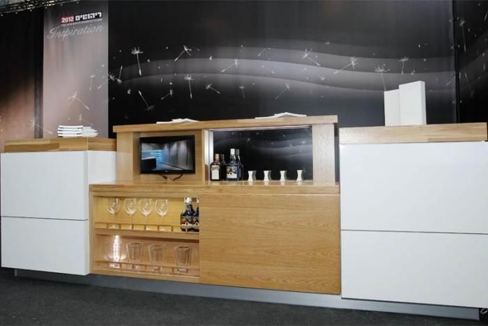מערכות הרמה המאפשרות הורדה והעלאה של טלוויזיות, מכשירי חשמל, בר משקאות וארונות שלמים עד משקל של 300 ק
