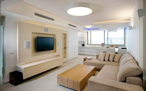 משלושה חדרים לארבעה: הצצה לדירה משופצת ומעוצבת ברמת השרון