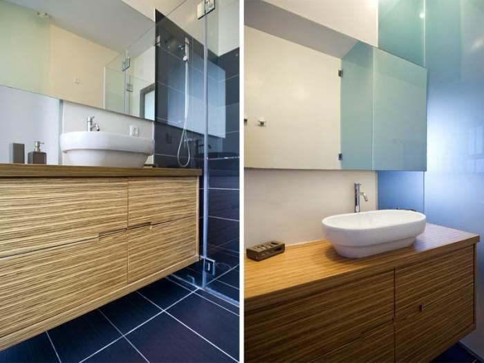 שילוב החומרים מורגש במיוחד באמבטיות: שילוב של זכוכיות עם עץ, קרמיקה ומראה גדולה (צילום: טכנוגרפיקס, יניב שוורץ)<br/><br/>