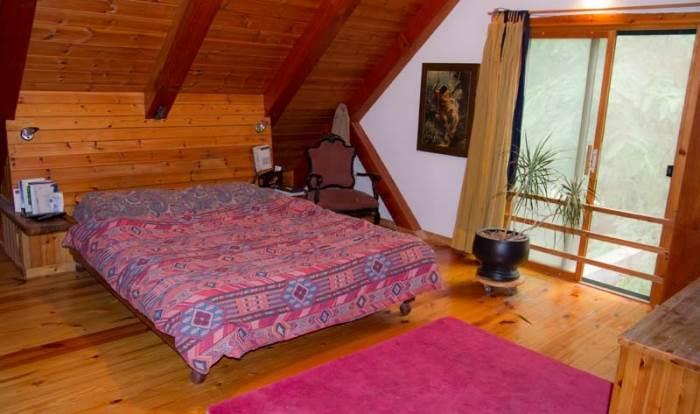 בין קורות הגג נוצר חלל משולש, מיקום מושלם לחדר השינה של ההורים (צילום: יניב ברמן, xnet)
