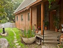 בית קטן בערבה: בית שעשוי כולו מעץ